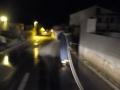 dvd komiza, ciscenje ceste uslijed izljeva ulja sa autodizalice 13.11.2015